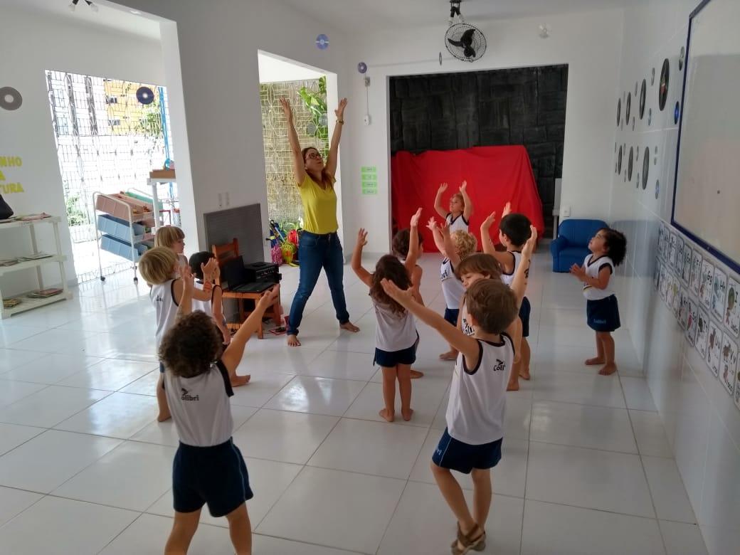 1º Estação: Quem canta e dança seus males espanta!