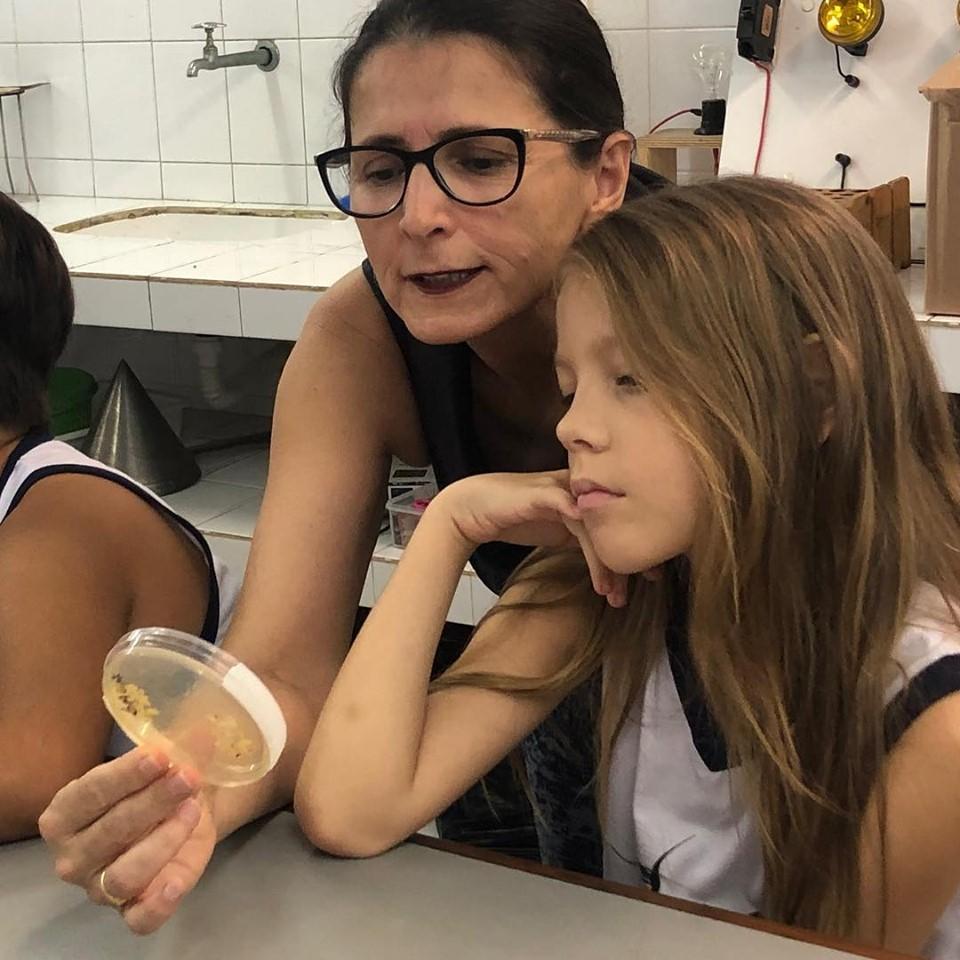 Professora Márcia Rosa Biologa da UFPB, mãe de Danilo do 4º Ano A.